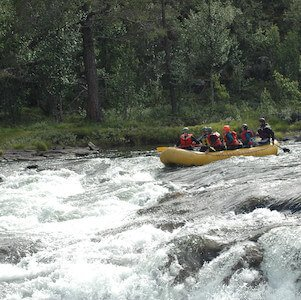 Class 3 whitewater rafting rapids example